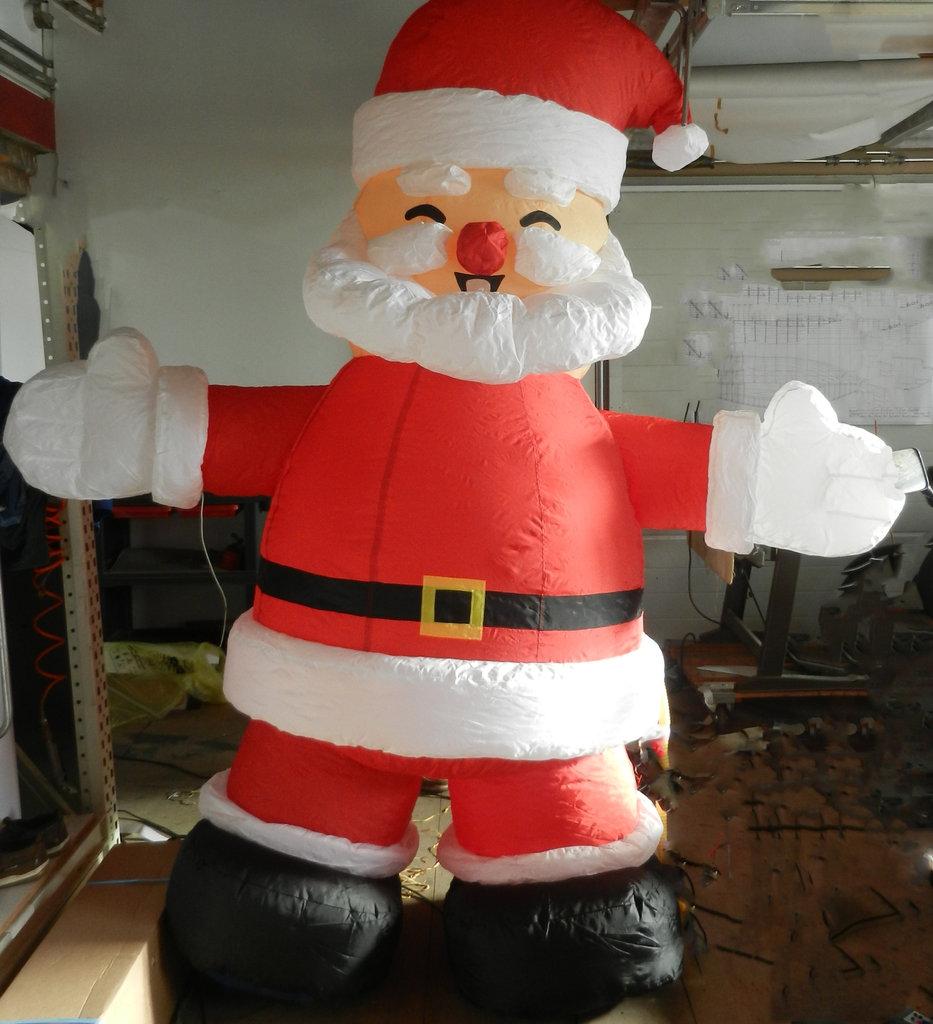 aufblasbarer weihnachtsmann 2 30 meter mit 480 watt gebl se. Black Bedroom Furniture Sets. Home Design Ideas