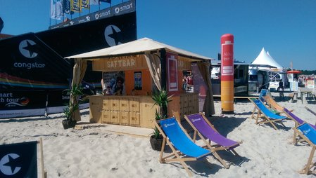 Schicke Werbesäule beim Volleyball-BeachCup. Product-Placement mal anders.\\n\\n04.09.2015 12:19